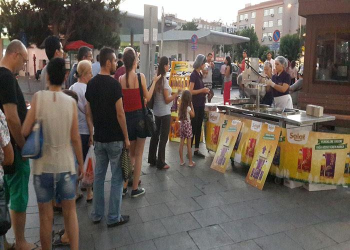 Salat İzmir Meydan Lokma dökme etkinliği